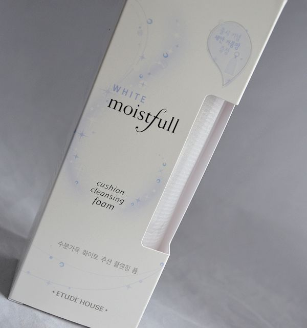 rec-etude-house-white-moistfull-cushion-cleansing-foam-01
