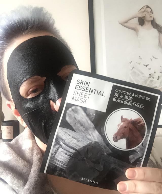 missha-charcoal-horse-oil